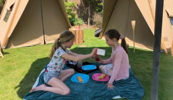 vakantie in een tent in de achtertuin