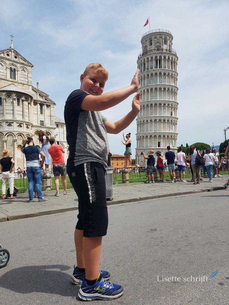 Op de foto met de toren van Pisa