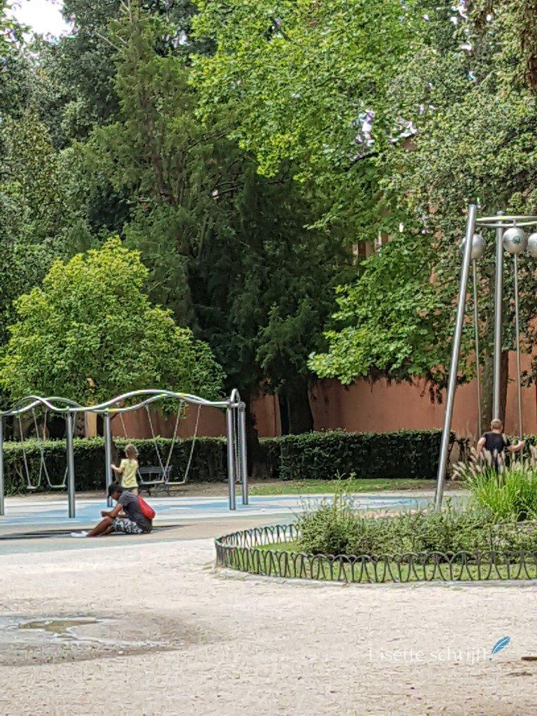 Stadspark met speeltuin in pisa