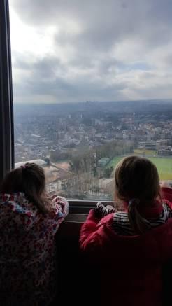 Brussel met kinderen uitzicht van atomium